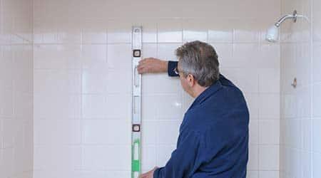 Zelf Badkamer Betegelen : Uw douche betegelen stappenplan voor het zetten van tegels
